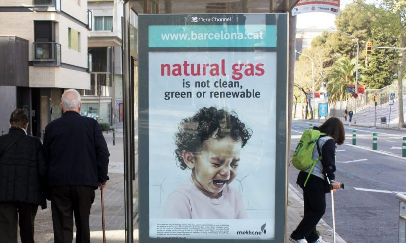 Acciones artísticas en 10 países europeos denuncian el marketing engañoso y las presiones de la industria del gas fósil – ES