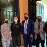 Greenpeace valora positivamente su reunión con el Ayuntamiento de Sevilla tras la acción en el puente de Triana, para activar el Plan Respira – ES