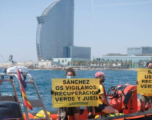 Puestos en libertad los dos activistas detenidos tras la protesta pacífica de Greenpeace en Barcelona para exigir una recuperación verde y justa – ES
