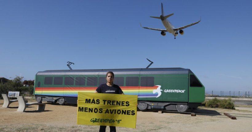 El tren de Greenpeace llega al Cultura Inquieta Urban Fest para exigir 'Más Trenes y Menos Aviones' – ES