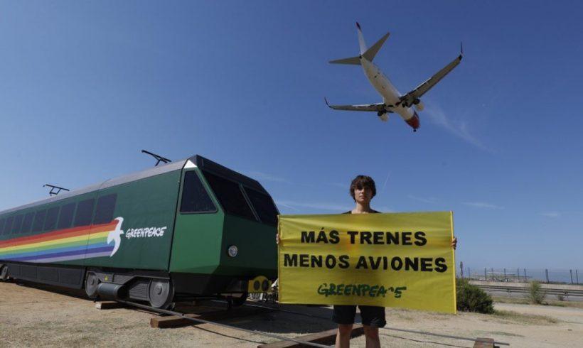 Más de 100 organizaciones reclaman al Gobierno cancelar las ampliaciones de los aeropuertos de Madrid y Barcelona – ES