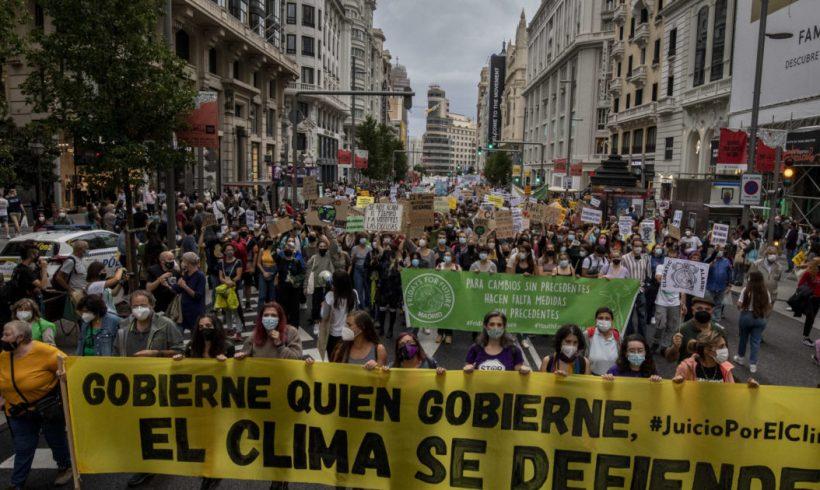 """Miles de personas se unen al grito: """"Gobierne quien gobierne, el clima se defiende"""" – ES"""